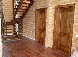 Деревянный дом: особенности установки дверей и окон