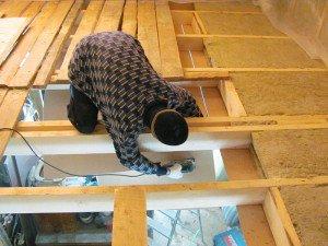 Утепление потолка в деревянном доме: лучшие и действенные методы