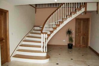 Выбираем лестницу на второй этаж и покрытие для нее