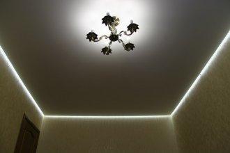 Парящий натяжной потолок нового поколения с подсветкой в квартире