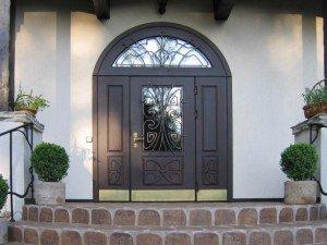 Какой должна быть входная дверь в загородный дом?