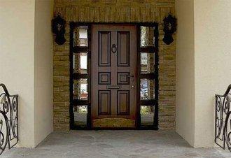 Декоративное оформление входных дверей